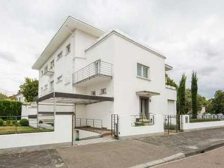 Kulturdenkmal in Spitzenlage - Bauhaus-Villa mit 3 Wohneinheiten!