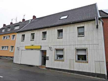Ladenlokal + drei Wohneinheiten, Stellplätze, vollständig vermietet, in zentraler Lage.