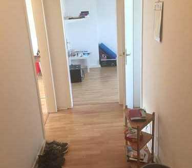 ***KLINIKVIERTEL-2 Zimmerwohnung mit Laminat und Wannenbad***