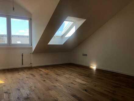 Erstbezug nach Sanierung: 1 WG Zimmer mit Gaube, EBK und Balkon in Olching