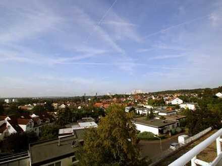 Frisch renovierte 2,5-Zimmerwohnung mit großem Balkon und perfektem Ausblick