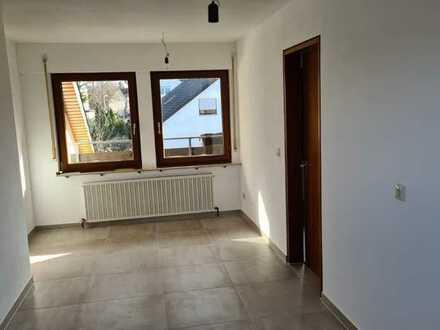 Modernisierte 2,5-Zimmer-Wohnung mit Balkon in Erdmannhausen