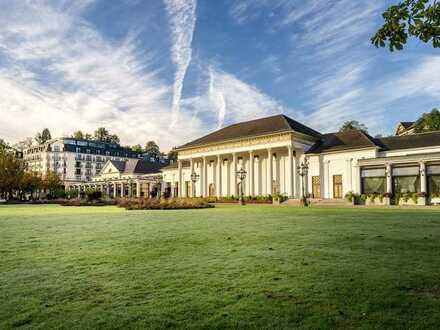 Luxuriöse Hotelanlage umgeben von traumhafter Landschaft in Baden-Baden