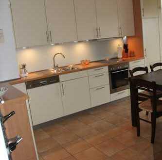 Gepflegte 3-Zimmer-Wohnung mit Garten, Carport und EBK in Beckum