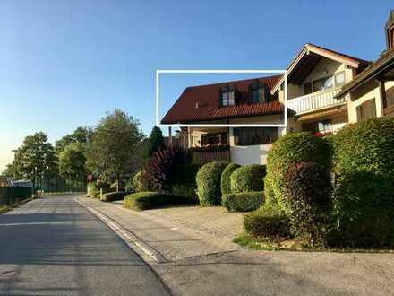 Gepflegte 2-Zimmer-DG-Wohnung mit Balkon und EBK, 2.64% Brutto-Rendite!