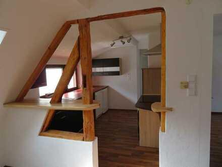 Schöne 3 Zimmer Wohnung mit Einbauküche & Ausicht auf geteilten Garten - Terasse