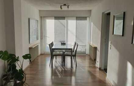 Stilvolle 3-Zimmer-Wohnung mit Balkon, Einbauküche, sep. WC, KFZ-Stellplatz in Stuttgart-Plieningen