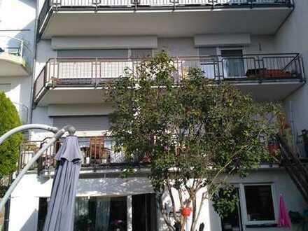 Haus mit 2 großen sonnigen Wohnungen Garten/Balkon sofort frei