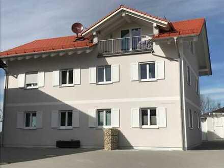 Wunderschöne, neuwertige 2-Zimmer-Dachgeschosswohnung mit Balkon und EBK in Frieding
