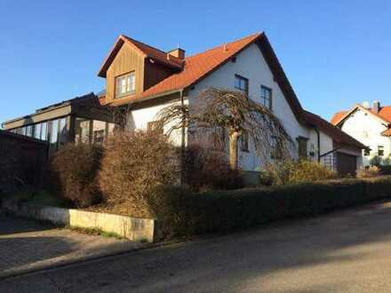 Schönes Haus mit sieben Zimmern und Nebengebäude in Bad Neustadt/Hendungen