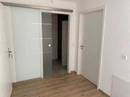 Schöne 2-Zimmer-Neubau-Wohnung mit Sonnenbalkon und Tiefgaragen-Stellplatz im Herzen von Mögglingen
