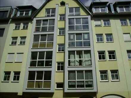 Schöne helle- ruhige 2-Raum-Wohnung mit Terasse und neuem Laminat