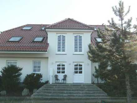 Großzügige Drei-Zimmer Maisonette-Wohnung mit Dach-Terrasse