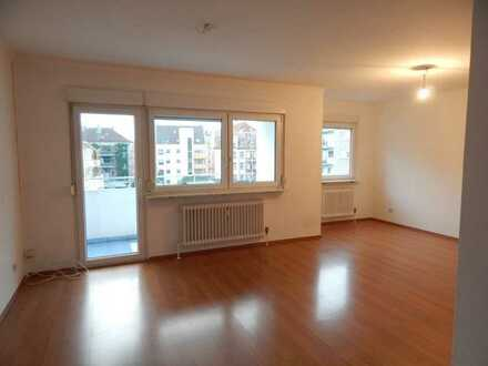 Stilvolle, gepflegte 2-Zimmer-Wohnung mit Balkon und Einbauküche in Nürnberg