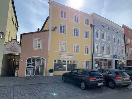 ... AIGNER - repräsentative Laden/ Praxis/ Officefläche direkt am hoch frequentierten Stadtplatz ...