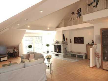 Haus im Haus , tolle 257 qm große Wohnung mit Garage und Gartenmitbenutzung