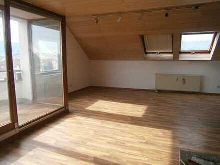 Großzügige 3,5 - Dachgeschosswohnung zu vermieten