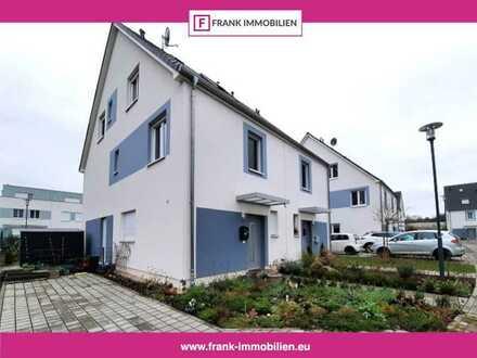 FRANK IMMOBILIEN - Bezugsfreie Neubau-Doppelhaushälfte in idyllischer Stadtrandlage!