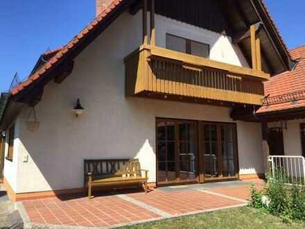 Große Wohneinheit über 2 Etagen in Zweifamilienhaus mit schönem ruhigen Garten