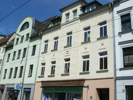 4-Zi-Wohnung in Zentrumsnähe mit Balkon, Garten zur Gemeinschaftsnutzung! Frei ab 01.08.2020!