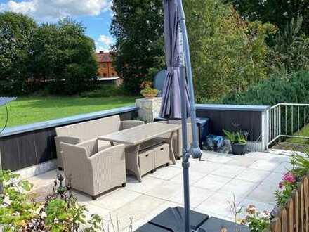 Rarität - Sehr schöne, großzügige 4-Zimmer-Wohnung mit Balkon und Dachterrasse