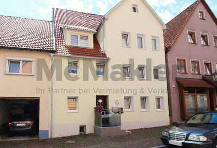 Vielseitig nutzbar: Modernisiertes Reihenmittelhaus mit Terrasse im Herzen von Schömberg