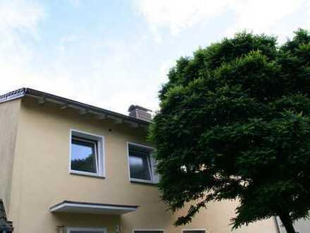 Helle geräumige Wohnung im 2-FH in guter Lage von BI-Senne