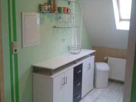 Exklusive, gepflegte 2-Zimmer-Dachgeschosswohnung mit EBK in Langenau