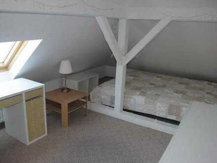 Schönes Dachgeschoss Zimmer in Einfamilienhaus in Hochschulnähe/ Airbus/ Flughafen. Große Küche, Bad