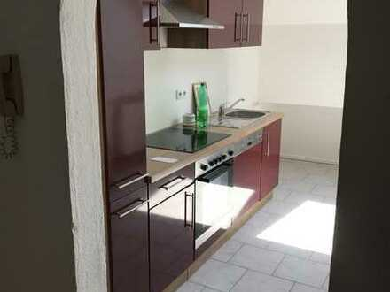 Neuwertige 3-Zimmer-Dachgeschosswohnung mit Einbauküche in Dittelsheim-Heßloch