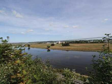 Entwicklungsgrundstück mit unverbaubarem Blick über die Elbe