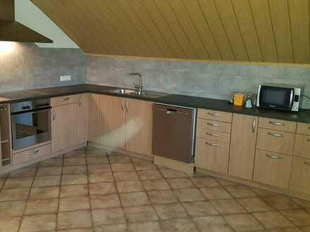 DG-Wohnung mit vier Zimmern sowie Balkon und Einbauküche in Achstetten