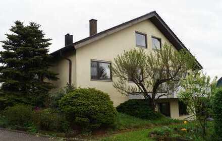 Großzügiges freihstehendes Einfamilienhaus mit Einliegerwohnung, Garten und Garage in Zaiserweiher!!