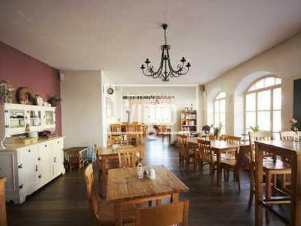 Großes Restaurant/Cafe mit Außenbereich, Dachterrasse, Vollküche, Backstube in zentraler Lage!