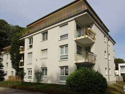 Schöne Wohnung mit Balkon, Tageslichbad mit Dusche u. Wanne... Am Stadtpark!