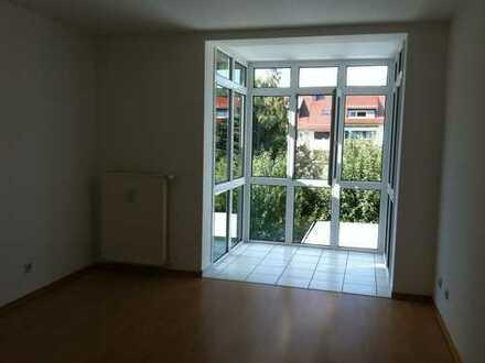 Helle, gepflegte 3-Zimmer-Wohnung mit Balkon und Einbauküche in Frankfurt am Main