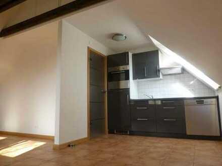 Helle neue DG-Wohnung mit Terasse / kleinem Garten in Breklum