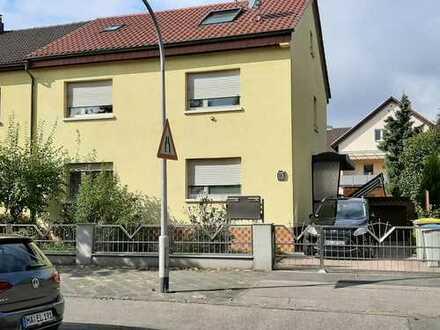 Schöne 4 Zimmer- Wohnung mit Terrasse und Garten im 1. Obergeschoß eines 2-Familienhaus.