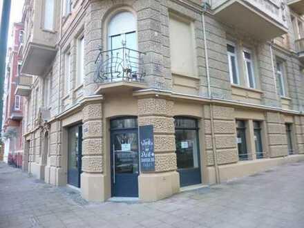 Vollständig renovierte Geschäftseinheit - als Laden/Shop mit Schaufenster oder Café geeignet