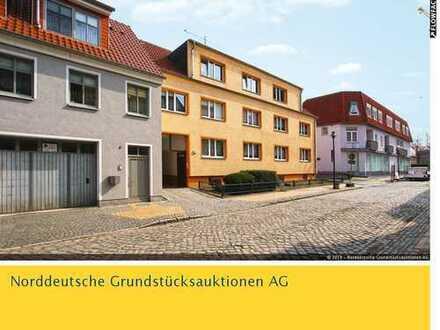 Mehrfamilienhaus mit 6 Garagen in 17098 Friedland, Marienstraße 5