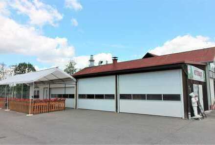 Lager- oder Produktionsfläche mit Nebenräumen und großer Außenfläche