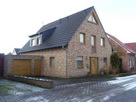 Wohnhaus mit grosser Garage auf Südgrundstück in Senden!