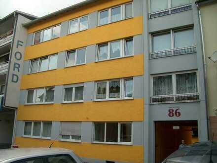 Freundliche, helle 3-Zimmer-Wohnung mit Balkon in Worms sucht ab sofort solvente Mieter.
