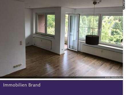 Bezugsfreie, modernisierte 3-Zimmer-Dachgeschosswohnung mit Einbauküche