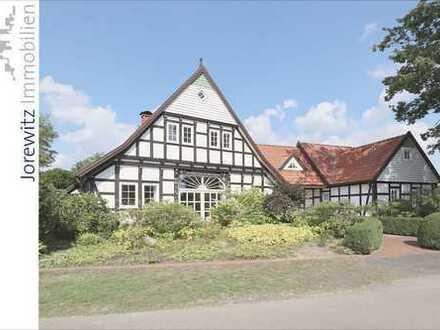 Wohntraum in Spenge: Kernsaniertes Fachwerkhaus mit tollem Garten und Teich