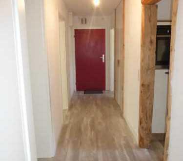 Stilvolle, sanierte 3-Zimmer-Wohnung mit Balkon und Einbauküche in Augsburg
