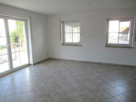 Ch.Schülke-Immobilien; Neuwertige 4-Zimmer-Wohnung mit Balkon in ländlicher Lage