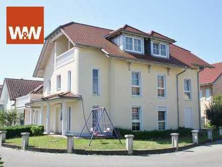 Neuwertiges Zweifamilienhaus mit Doppelgarage in guter Lage