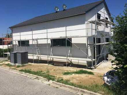 Erstbezug Doppelhaushälfte mit Doppelgarage in Buch am Erlbach