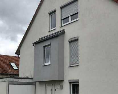 Exklusive Doppelhaushälfte mit 2x Terrasse, EBK sowie einer Einzelgarage in 71155 Altdorf